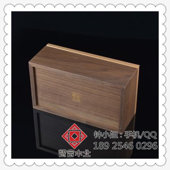 出口包装(胶袋/纸盒/外箱/保丽龙)      工艺描述:薪火胡桃木礼品包装